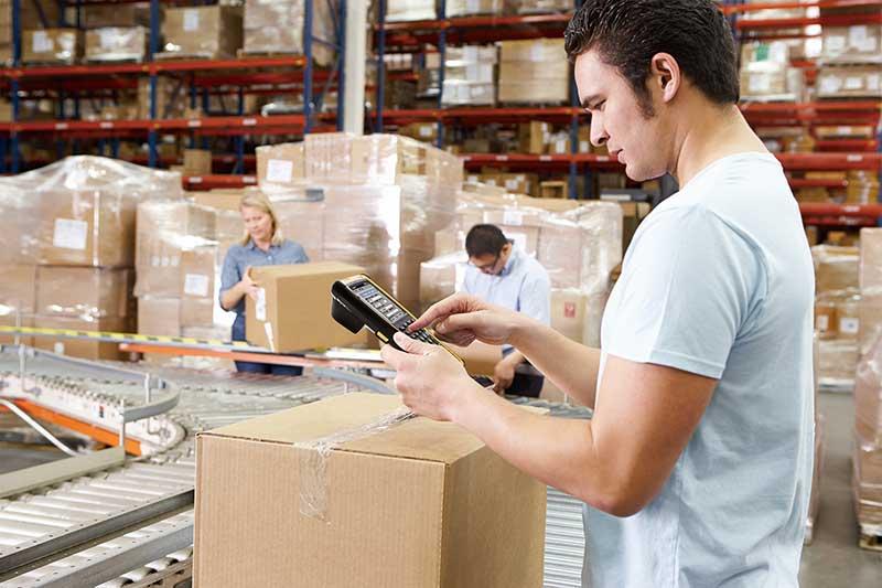 Porque contratar um operador logístico para auxiliar no controle de estoque e vendas